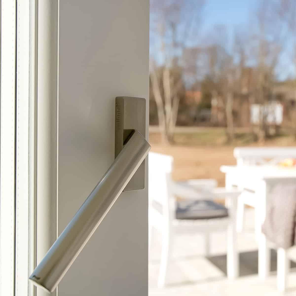 Åben terrassedør med greb