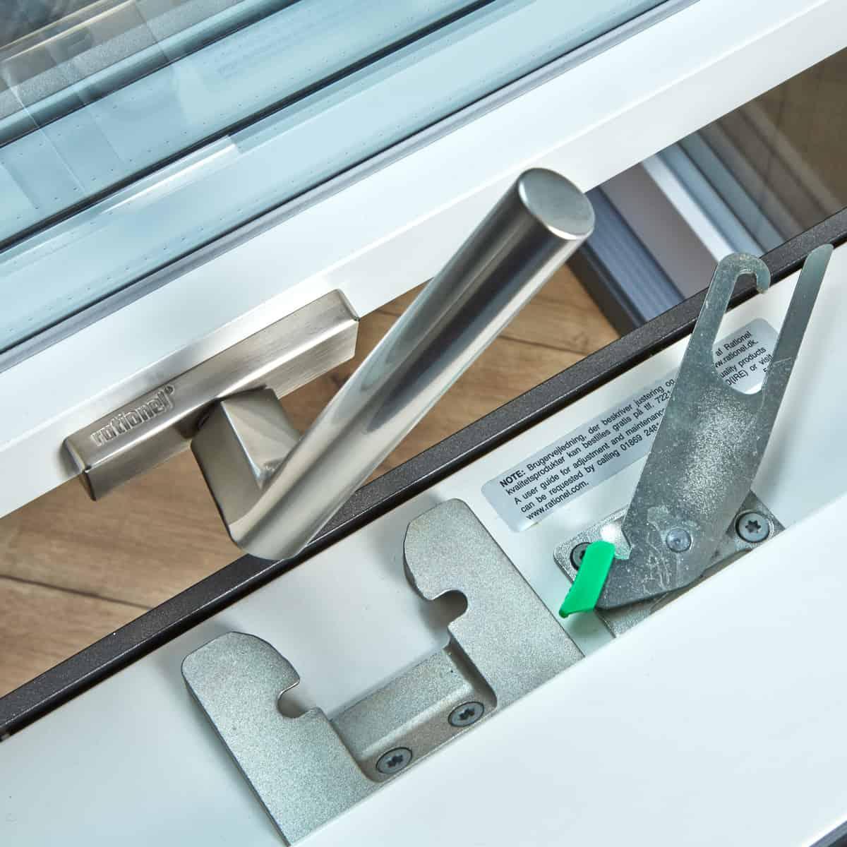 Godt Børnesikring af vinduer: Bestil et vindue med børnesikring | Rationel NK66